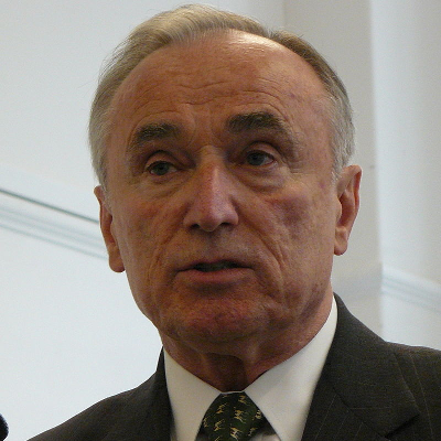 chief bill bratton leadership William joseph bratton cbe (born october 6, 1947) is an american law enforcement officer and businessman who served two terms as the new york city police commissioner (1994–1996 and 2014-2016) he has previously served as the commissioner of the boston police department (bpd) (1993–1994) and chief of the los angeles police department (lapd) (2002–2009).